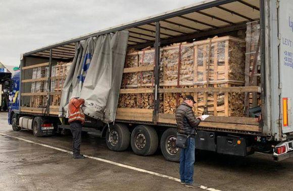 На Львівщині запобігли незаконному вивезенню деревини за кордон
