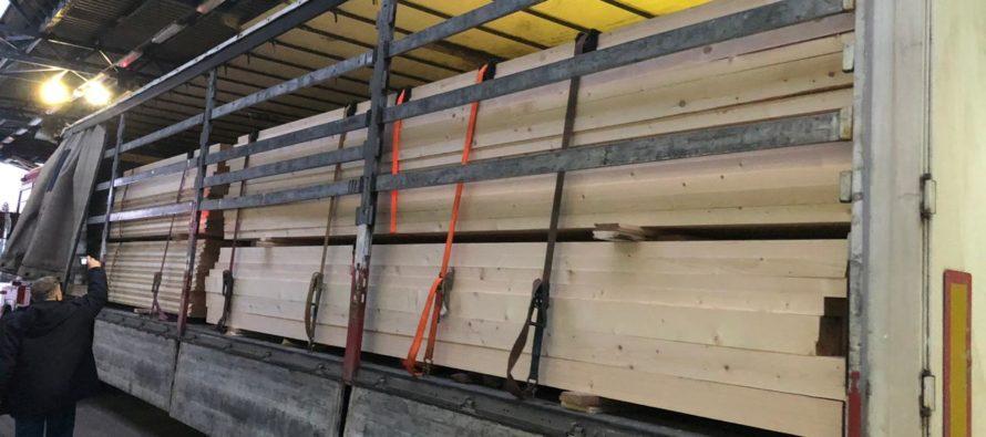 Львівські митники виявили контрабанду деревини (ФОТО)