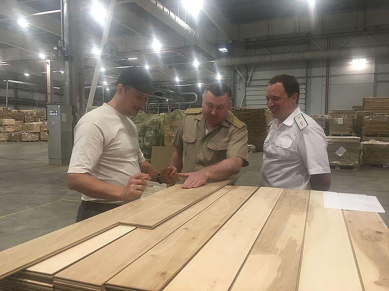 Володимир Бондар ознайомився із роботою держлісгоспів та деревообробних підприємств області