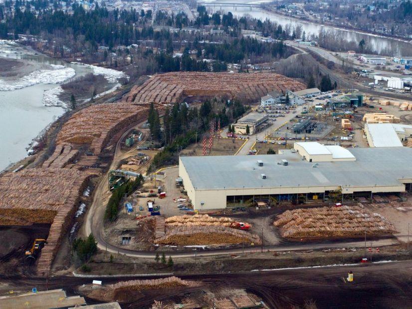 По оценкам аналитиков, в следующем десятилетии лесопромышленный комплекс Канады может потерять еще 12 лесопильных предприятий