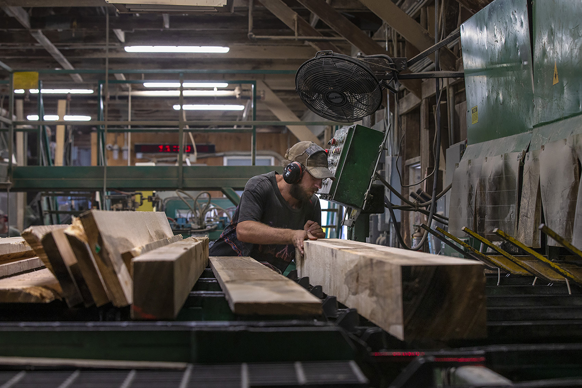 Торговля и тарифы глубоко отразились на индустрии лиственных пород США.