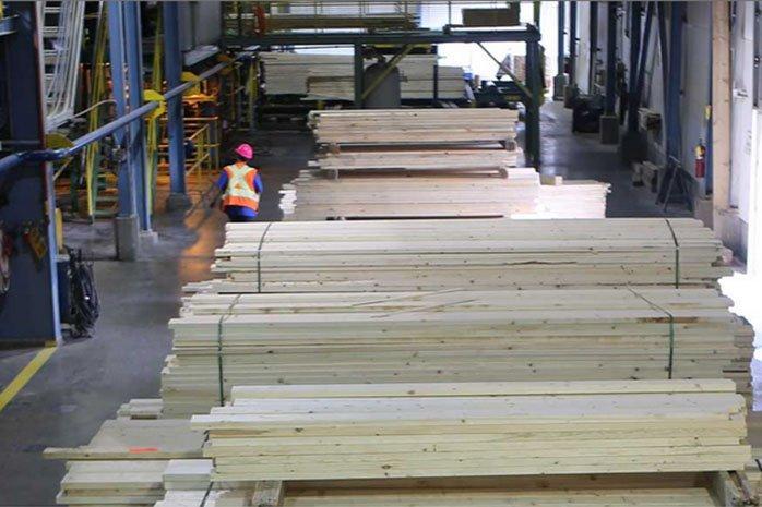 Падение производства пиломатериалов в США; Канадское производство сильно пострадало
