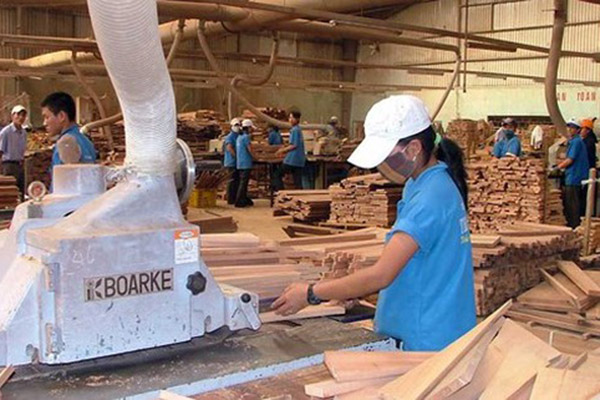 Вьетнам: деревообрабатывающая промышленность обеспокоена наличием сырья
