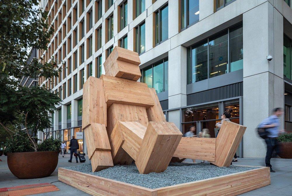 Скульптура из клееной древесины рассказывает лондонцам об устойчивом лесопользовании