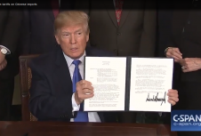 Трамп приостановит повышение тарифов на китайский импорт