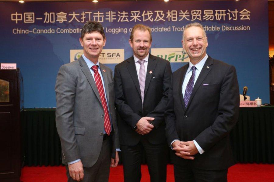 Руководители лесных компаний Британской Колумбии на торговом представительстве в Азии