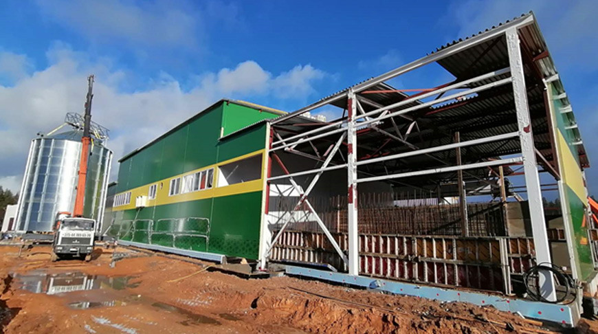 Готовность строящегося пеллетного завода в Борисовском районе составляет около 70% — Минлесхоз