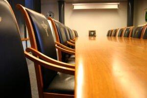 АМДПР просит правительство РФ возобновить запрет на закупку иностранной мебели для госнужд