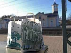 Маленький городок первым объявил себя свободным от пластиковых  пакетов  и раздал многоразовые сумки, произведенные  из древесины, каждому жителю