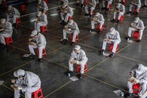 Китайская экономика, пораженная вирусами, переживает худший спад с 60-х годов