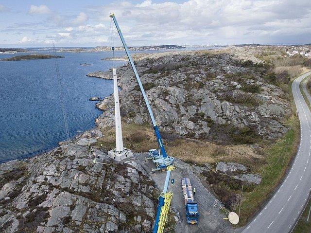 У Швеції встановили 30-метрову дерев'яну щоглу для вітрогенератора