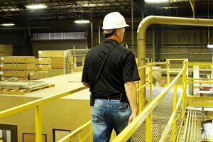 Исследование показало, что 63% производителей древесины в США продолжают работать