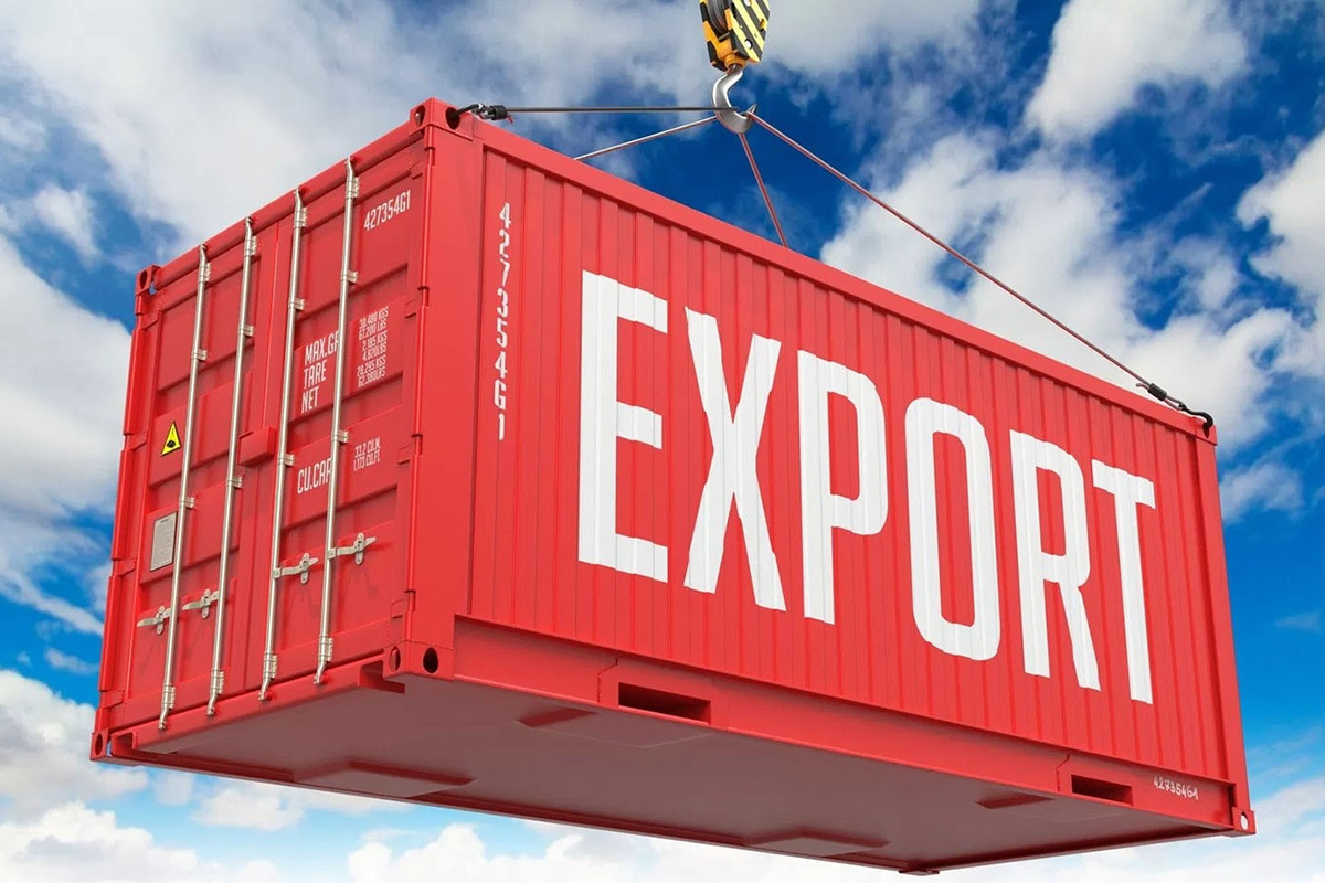 Российский экспорт круглых лесоматериалов и пиломатериалов резко упал в январе-апреле 2020