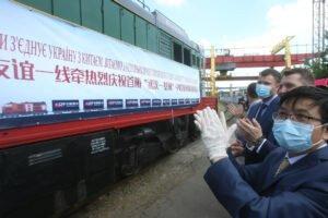 Грузовые поезда играют решающую роль в поддержании глобального восстановления