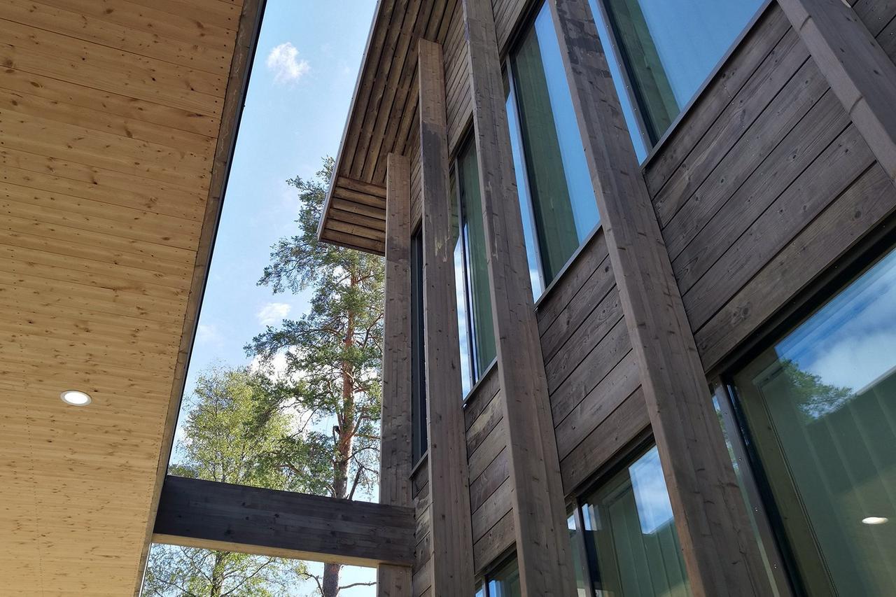 You are currently viewing Почитайте о  крупнейшей деревянной школе в Финляндии: строительство из древесины становится одним из трендов развития государственного сектора экономики