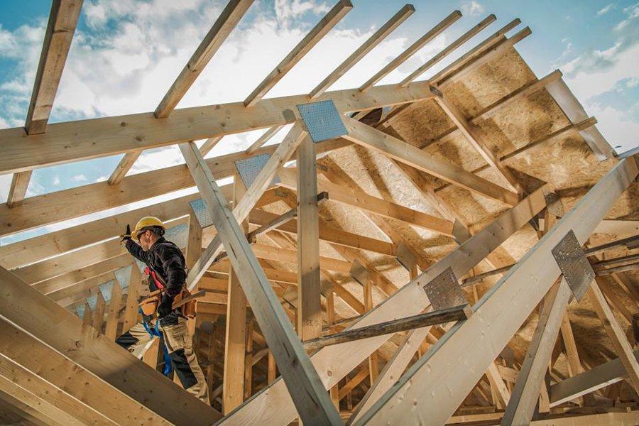 Нехватка древесины: в среднем новый дом стоит на 14000 долларов больше, чем в прошлом году.