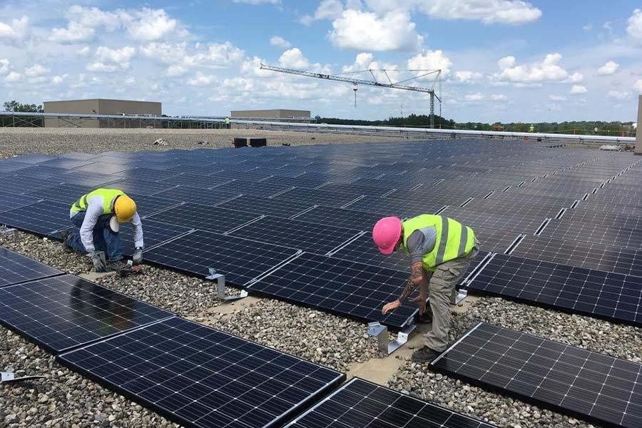 Солнечная энергетическая система Ashley Furniture площадью в 10 футбольных полей