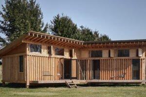Crafted Works демонстрирует деревянную конструкцию домика в Нидерландах