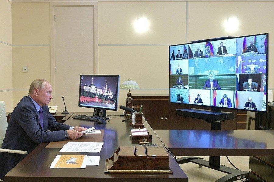Президент сдерживает экспорт необработанной древесины из России