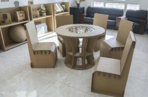 Картонная мебель предлагает светлый, зеленый дизайн