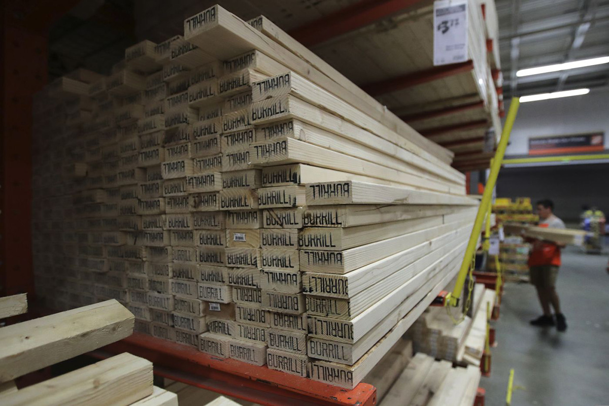You are currently viewing Покупатели пиломатериалов либо платят, либо лишаются запасов на фоне всплеска жилищного строительства в США