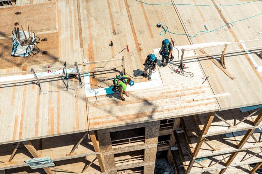 Строительство сооружений из массивной древесины набирает обороты по мере того, как   муниципалитеты Британской Колумбии утверждают проекты