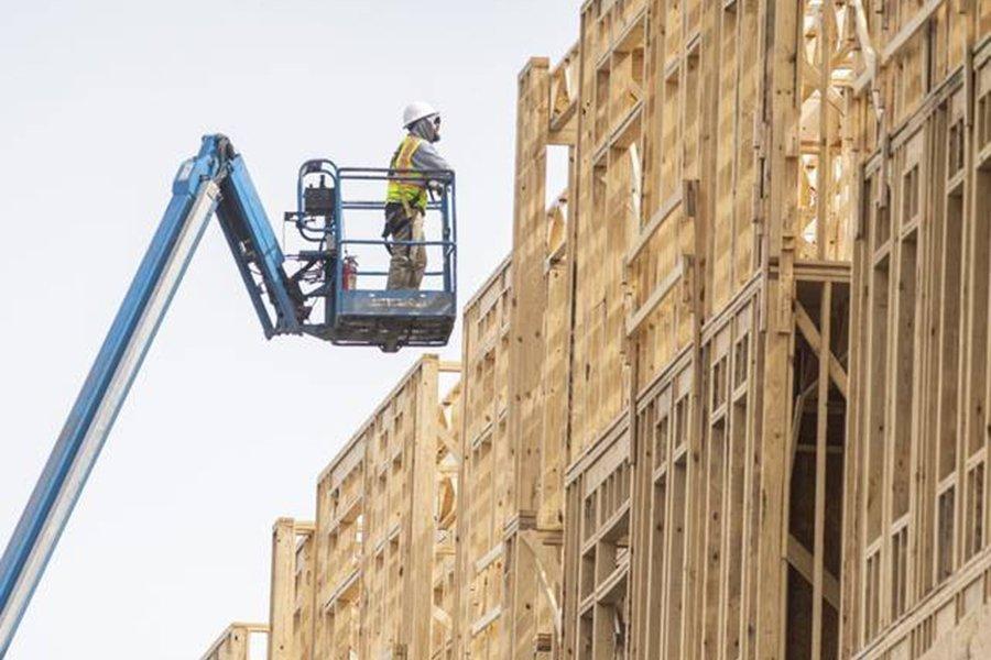 You are currently viewing Рост цен на пиломатериалы в США на 24 000 долларов увеличил расценки на новое жилье