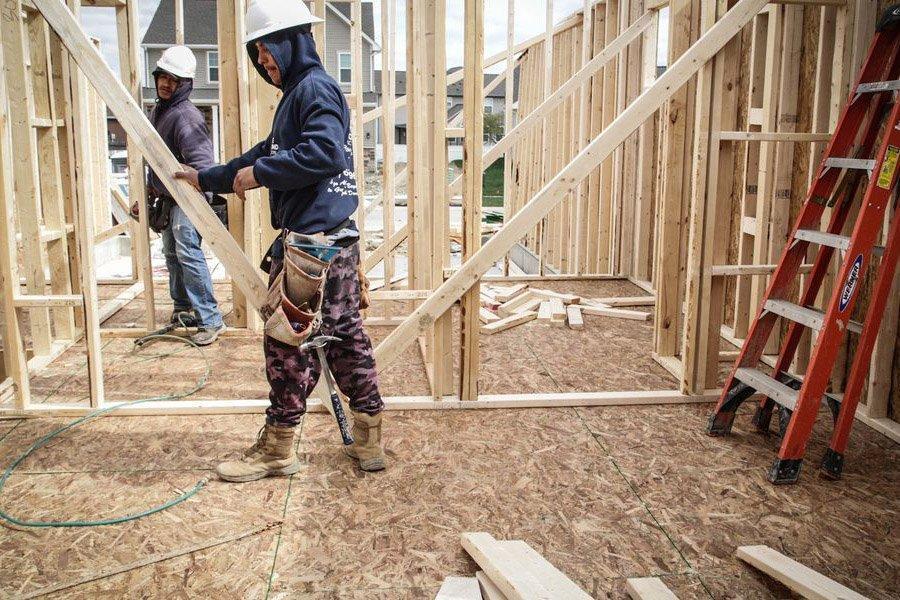 Рекордно высокие цены на пиломатериалы влияют на поставщиков, новые дома, проекты DIY