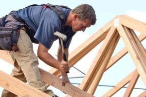 Read more about the article Сектор деревянного строительства изучает простои из-за нехватки пиломатериалов и OSB