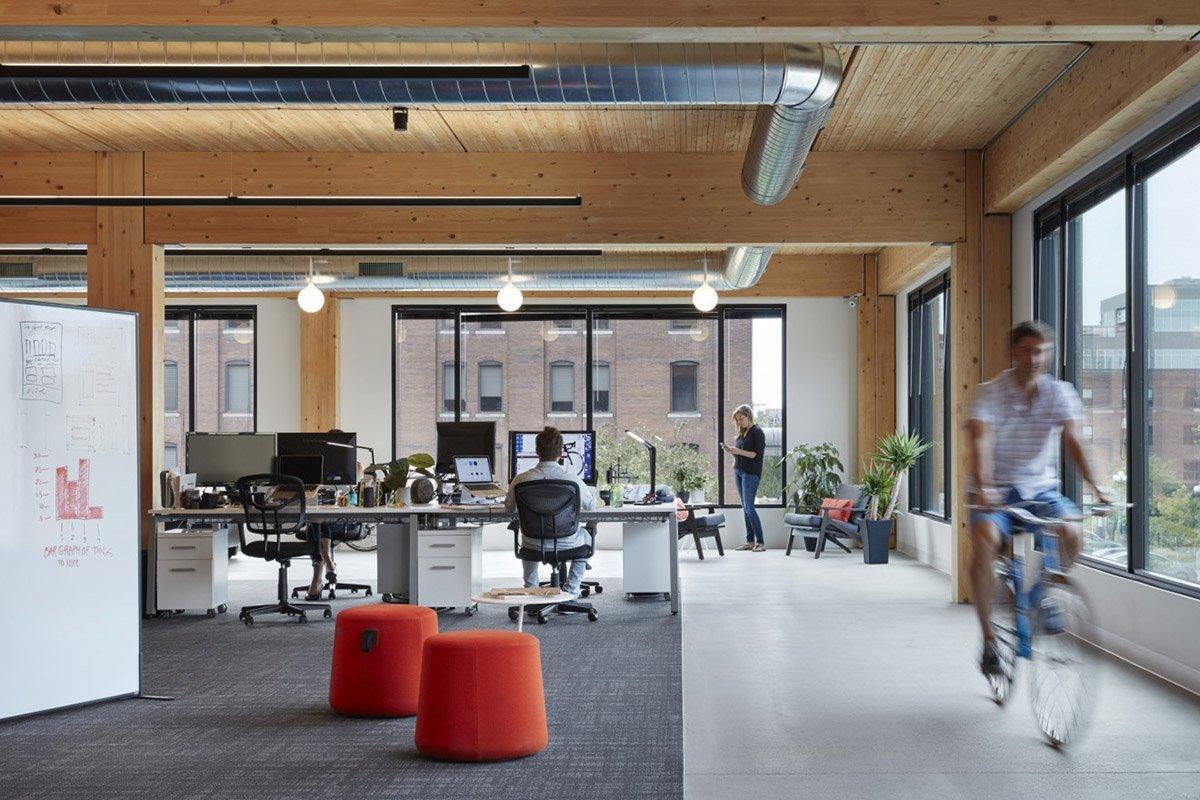 Слияние древесины и технологий в офисном здании Mount Pleasant