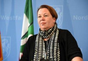 Министр окружающей среды земли Северная Рейн Вестфалия Хайнен-Эссер требует от лесопильных заводов разумных цен и поддержки региональных рынков.