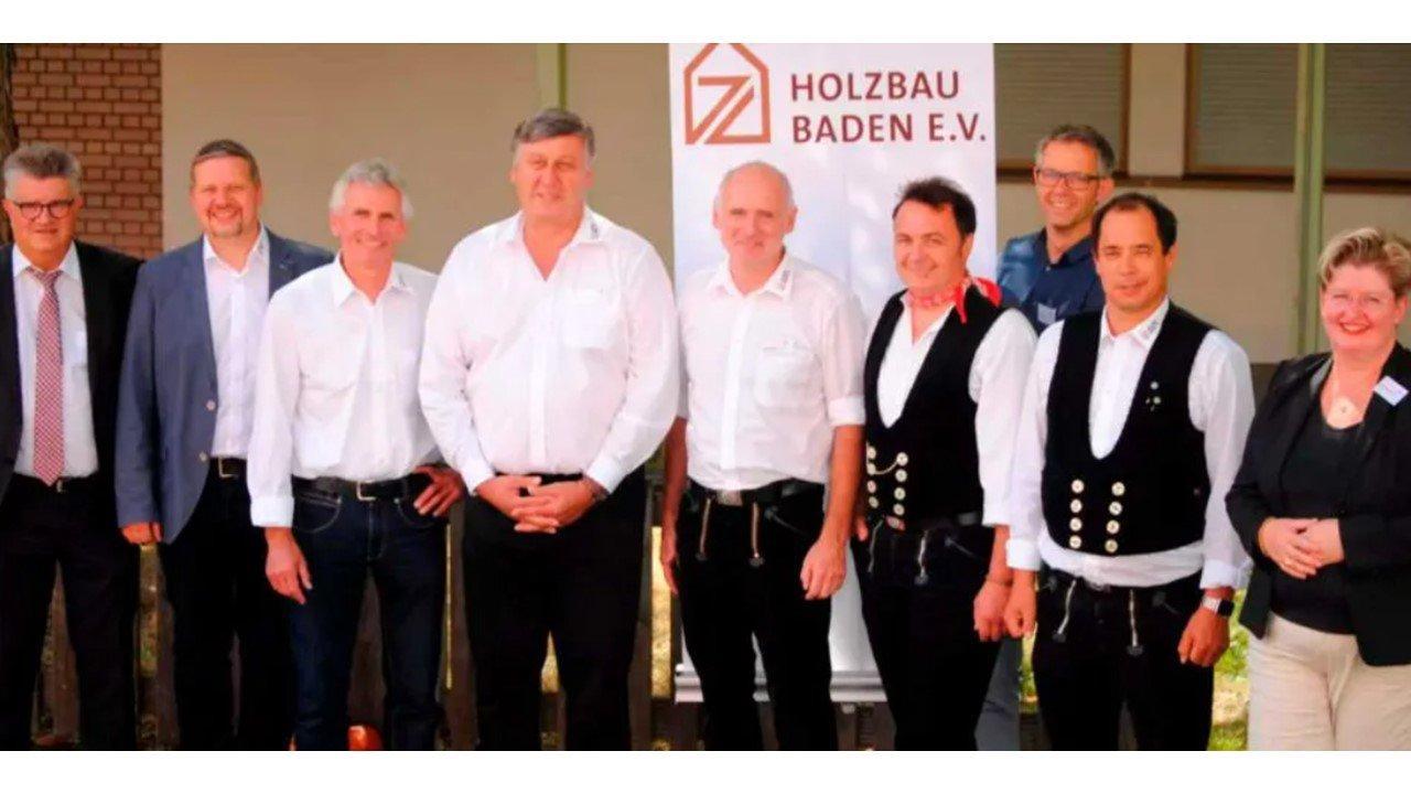 Плотники и строители Германии защищают свои права на немецкую древесину