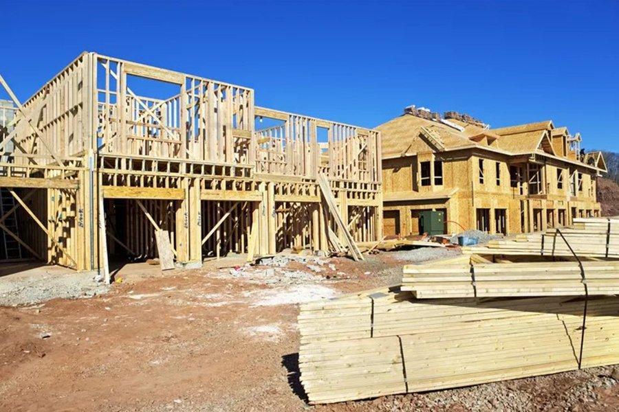 Строители ищут более дешевую древесину, поскольку фьючерсные цены падают