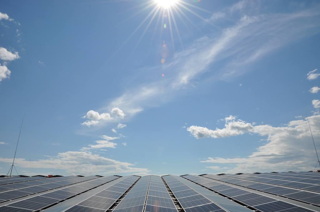 You are currently viewing Один из крупнейших солнечных парков в Швеции на крыше Komatsu Forest.
