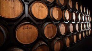 Read more about the article Чи справді витримка в дубі робить вино кращим: відповідає сомельє