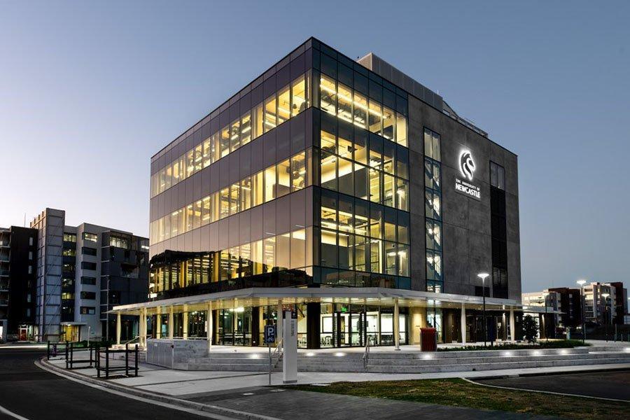 Новый инновационный центр Университета Ньюкасла, построенный из дерева и умного стекла