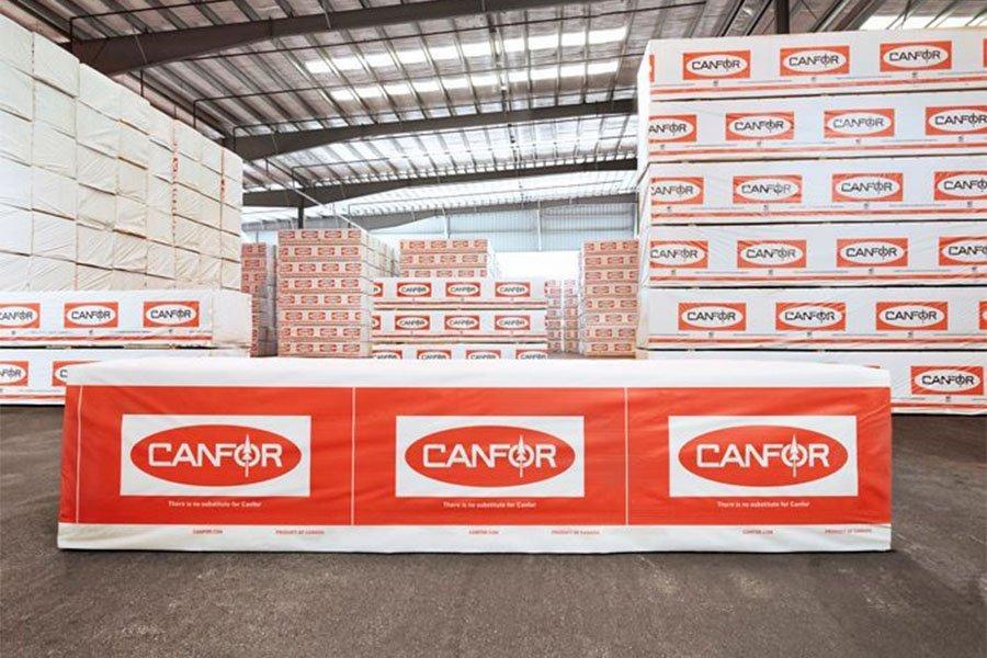 Read more about the article Завод Canfor вновь открывается после двухнедельного закрытия из-за лесных пожаров