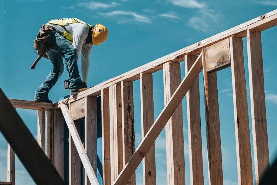 You are currently viewing Впечатляющий обвал цен на пиломатериалы может стать хорошей новостью для покупателей жилья