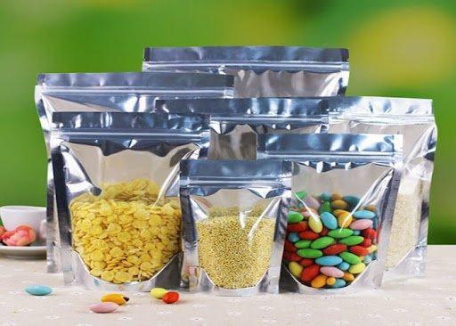 You are currently viewing Древесные отходы могут заменить алюминиевую упаковку для чипсов и других пищевых продуктов