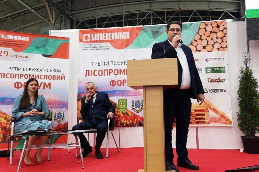 You are currently viewing Заступник генерального директора Костянтин Шевчук представив УЕБ на Всеукраїнському лісопромисловому форумі